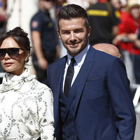 Victoria Beckham luce en la boda de Sergio Ramos y Pilar Rubio un vestido que ya lució Meghan Markle
