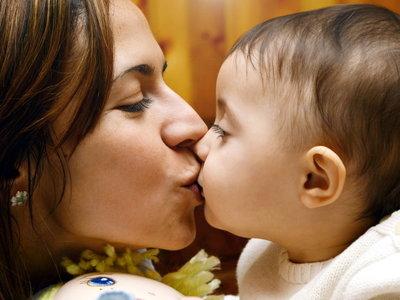Hoy es el Día Internacional del Beso, ¿besas a tus hijos en la boca?