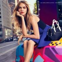 Cara (Delevingne) está hasta en la sopa. Ahora en la nueva campaña DKNY Primavera-Verano 2014