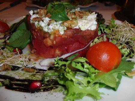 Restaurante La Carriola. Tartar de sandia, con queso de cabra y tomate.