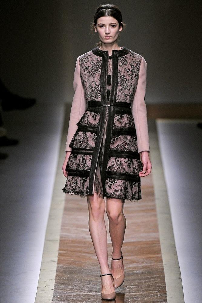 Foto de Valentino Otoño-Invierno 2011/2012 en la Semana de la Moda de París: la moda está triste (3/23)