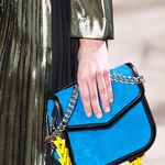 Clonados y pillados: Loewe 'V Shoulder bag' meets The Loéil 'Velda bag'