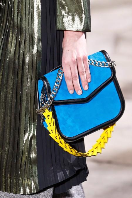 Clonados y pillados: Loewe 'V Shoulder bag' meets The Loéil 'Velda bag'