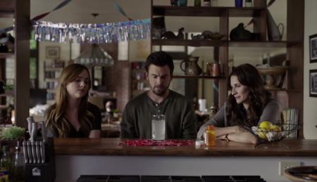 La segunda temporada de 'Casual' empuja a sus personajes hacia el autodescubrimiento