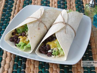 Burritos vegetarianos de alubias negras con arroz integral. Receta saludable