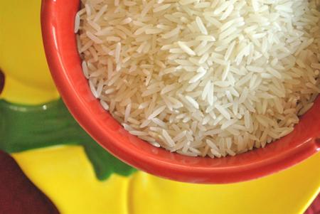 Descubren un método para cocinar arroz que reduce considerablemente las calorías