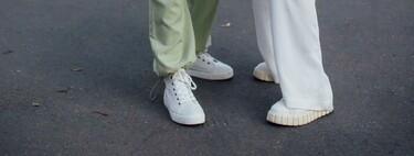 Estos looks con zapatillas blancas demuestran que son la mejor elección del streetstyle de la semana