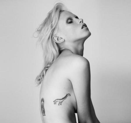 Una selección con los mejores tatuajes gráficos miniatura ocultos por todo el cuerpo