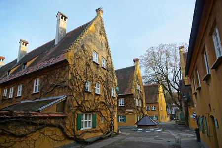 Fuggerei: el proyecto de vivienda social fundado hace cinco siglos que sigue costando 1€ al año