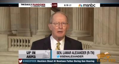 Para Lamar Alexander, senador de EEUU, los videojuegos son un problema mayor que las armas