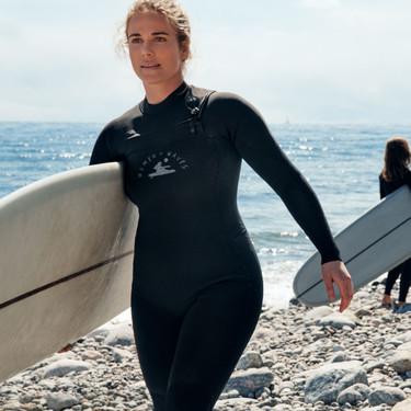 Si sueñas con surcar las olas estás de suerte: H&M presenta su colección con la marca de surf Women + Waves (y es sostenible)
