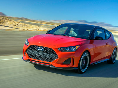 ¡Vuelve la asimetría! El Hyundai Veloster se renueva y saca músculo, pero mantiene las puertas raras