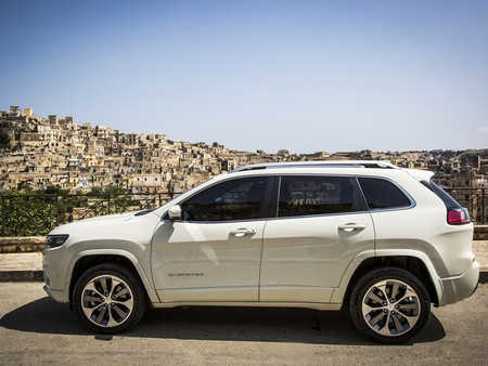 New Jeep Cherokee Overland 28