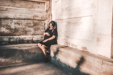 mujer-embarazada-sentada