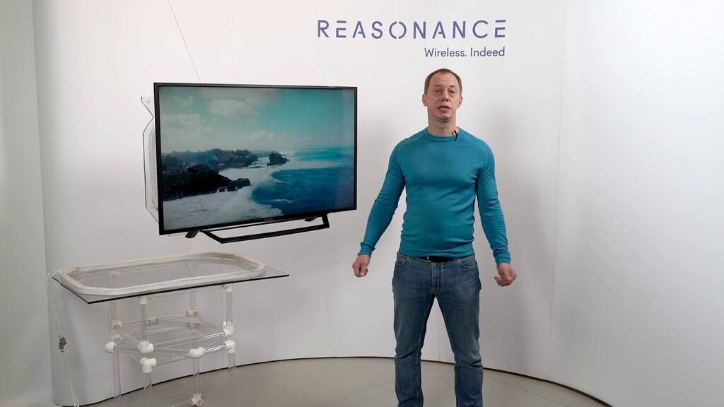 Esta tecnología quiere eliminar el enchufe de la tele de una vez por todas y enviarle la electricidad de forma inalámbrica