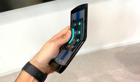 Motorola explica que los bultos en la pantalla del Razr plegable son normales