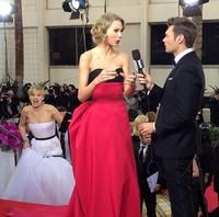 Globos de Oro 2014: Jennifer Lawrence quiso tirar por las escaleras a Taylor Swift