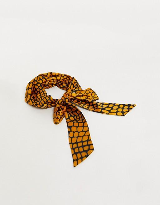 Pañuelo naranja con animal print