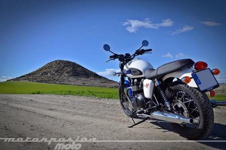 Triumph Bonneville T214 015 1