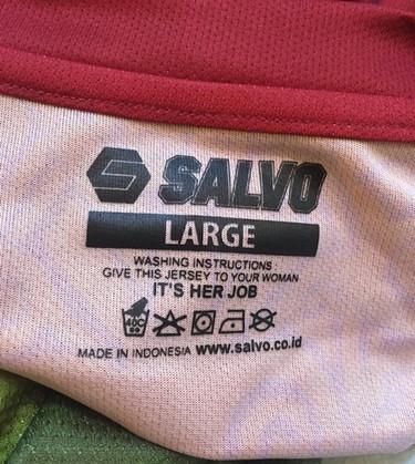 """La etiqueta de la vergüenza: """"da este jersey a tu mujer para que lo lave, es su trabajo"""""""
