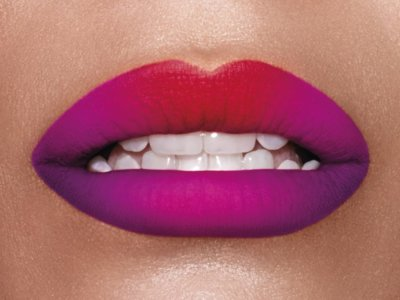 Combina 2 tonos de labial para lucir unos labios con más volumen
