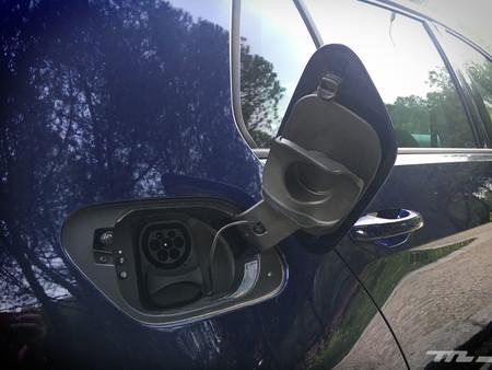 Volkswagen e-Golf toma carga