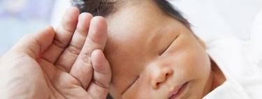 El pelo del recién nacido: cómo es al nacer y cómo será más adelante