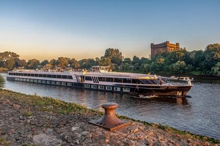 River Cruise Ship 3509726 1920