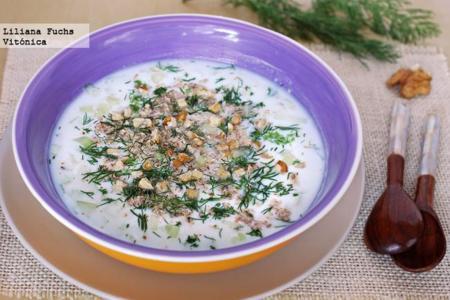 Tarator, sopa búlgara fría de yogur. Receta saludable