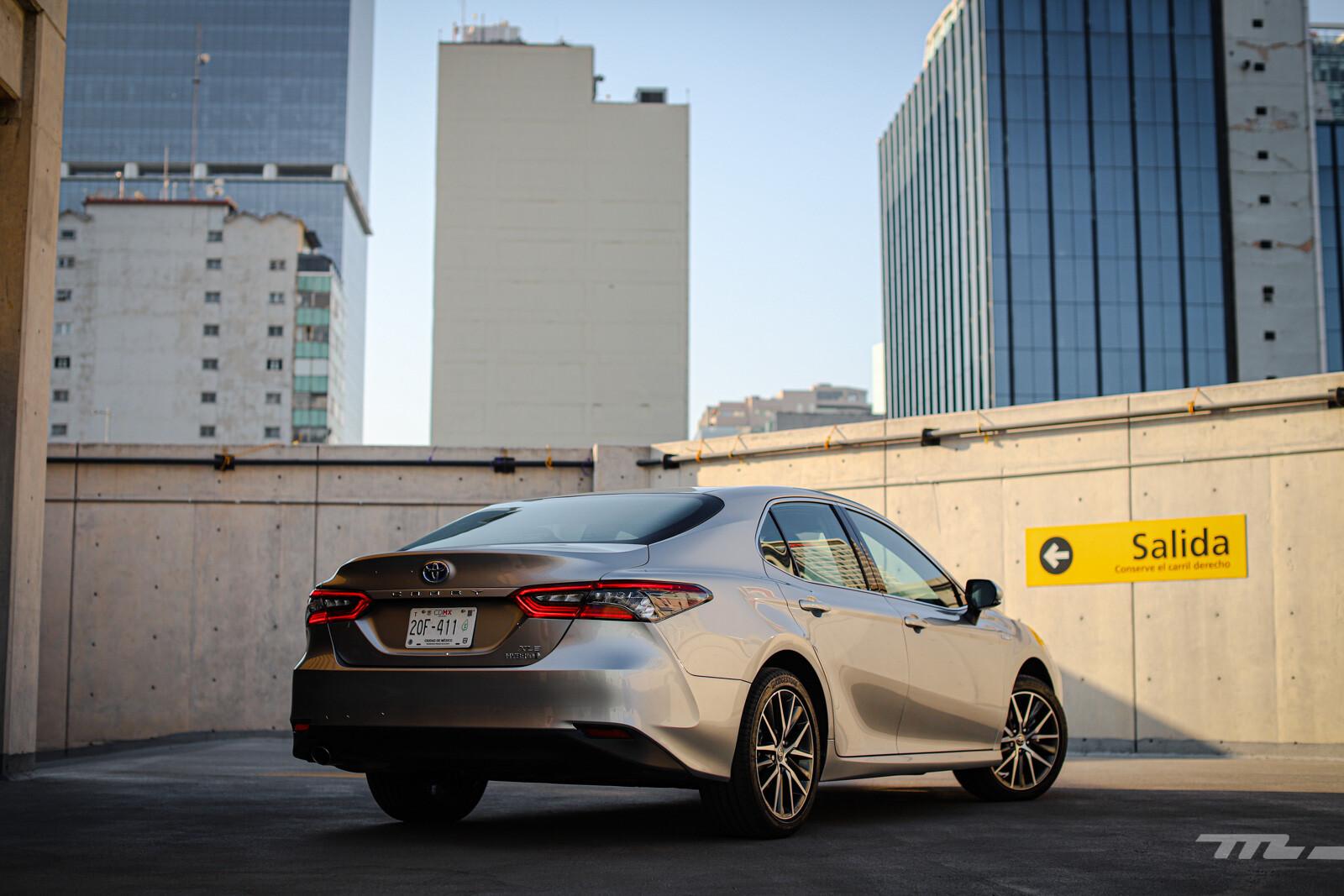 Foto de Toyota Camry Hybrid 2021 (13/38)