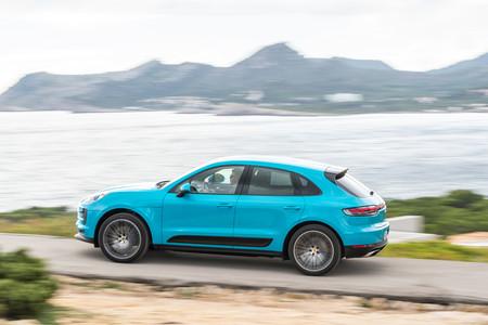 Porsche Macan 2019 lateral trasera en marcha