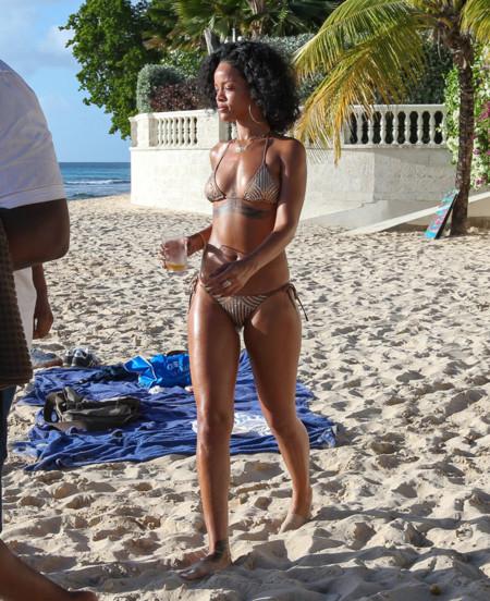 Rihanna famosas playa bikini