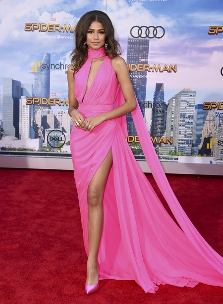 zendaya spiderman los angeles rosa look estilismo outfit