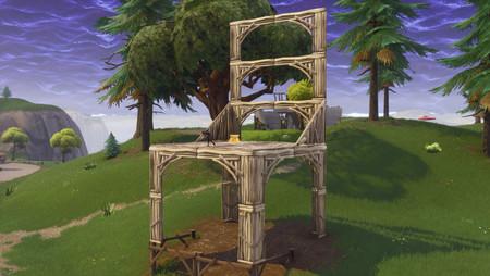 Desafío Fortnite: baila frente a una estatua de murciélago, en una piscina muy por encima del suelo y sobre una silla para gigantes. Solución