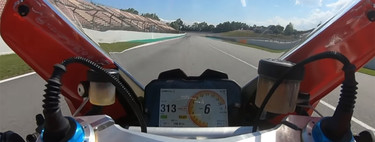 ¡A fondo! Así se mueve Johann Zarco con la Ducati Panigale V4 S de serie en Montmeló, a más de 320 km/h