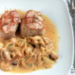 Solomillo de cerdo con salsa de champiñones. Receta para después de la playa o la piscina