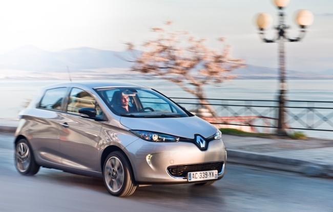 Renault ZOE gris exterior en movimiento