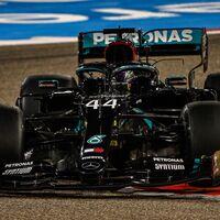 Lewis Hamilton lidera unos entrenamientos marcados por el terrible accidente de Alexander Albon
