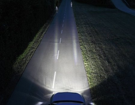BMW Dynamic Light Spot: reconocimiento de peatones nocturno