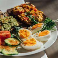 Más proteínas y menos hidratos para no subir de peso durante la cuarentena