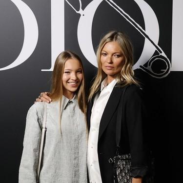 Kate Moss, Victoria Beckham y Cara Delevigne sacan lo mejor del estilo masculino en el front row de Dior Men