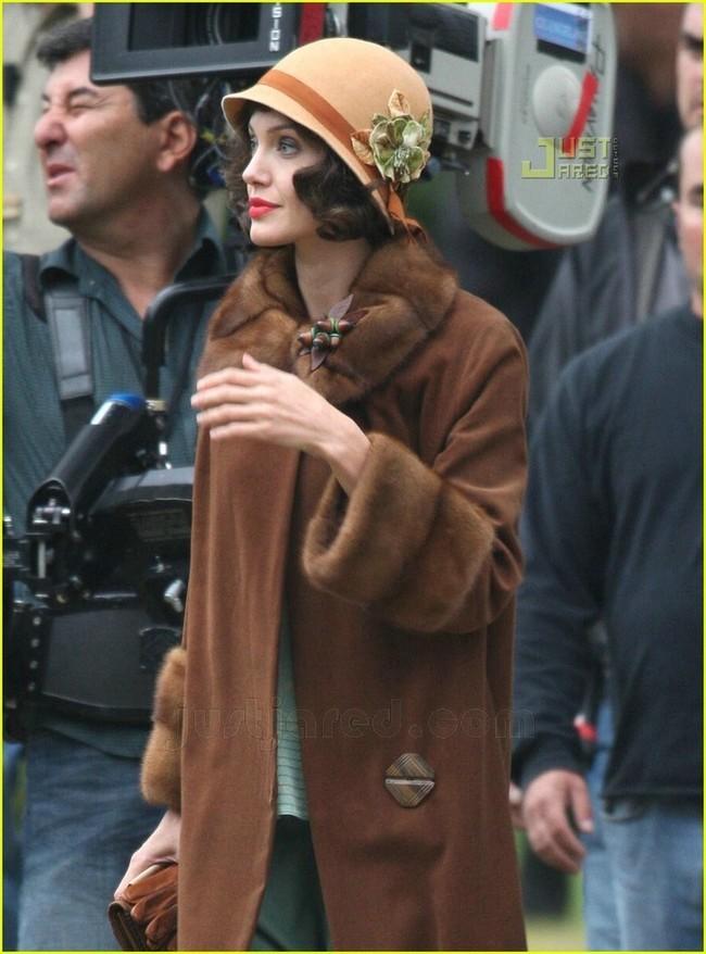 Foto de Angelina Jolie en el set de 'The Changeling' de Clint Eastwood (5/14)