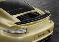 Porsche 911 Turbo y Turbo S con kit aerodinámico y un color poco afortunado