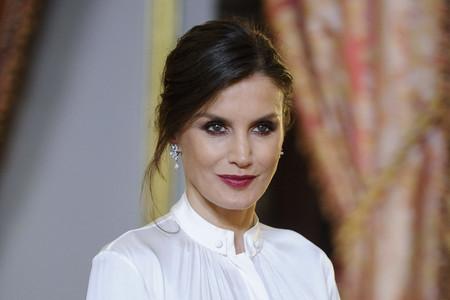 Doña Letizia luce su falda más estilosa (pero mal combinada) para la recepción anual al Cuerpo Diplomático