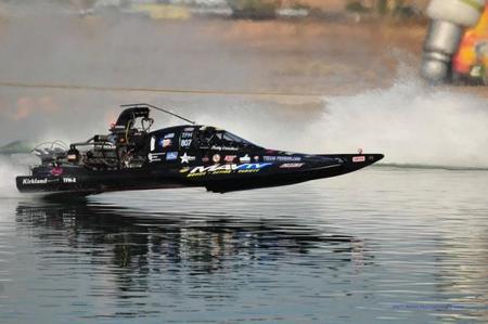 Competiciones Curiosas: dragster sobre el agua