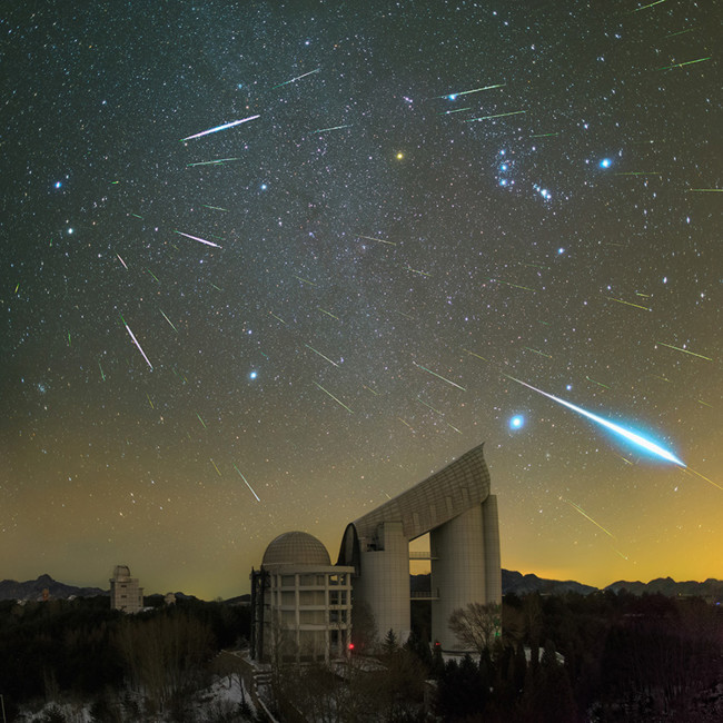 Geminids Over The Lamost Telescope Yu Jun