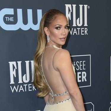 Jennifer Lopez apuesta por un diseño mucho más discreto para acudir a los Critics' Choice Awards 2020