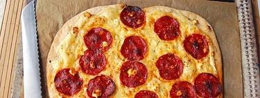 Falsa pizza crujiente de chorizo y queso havarti. Receta