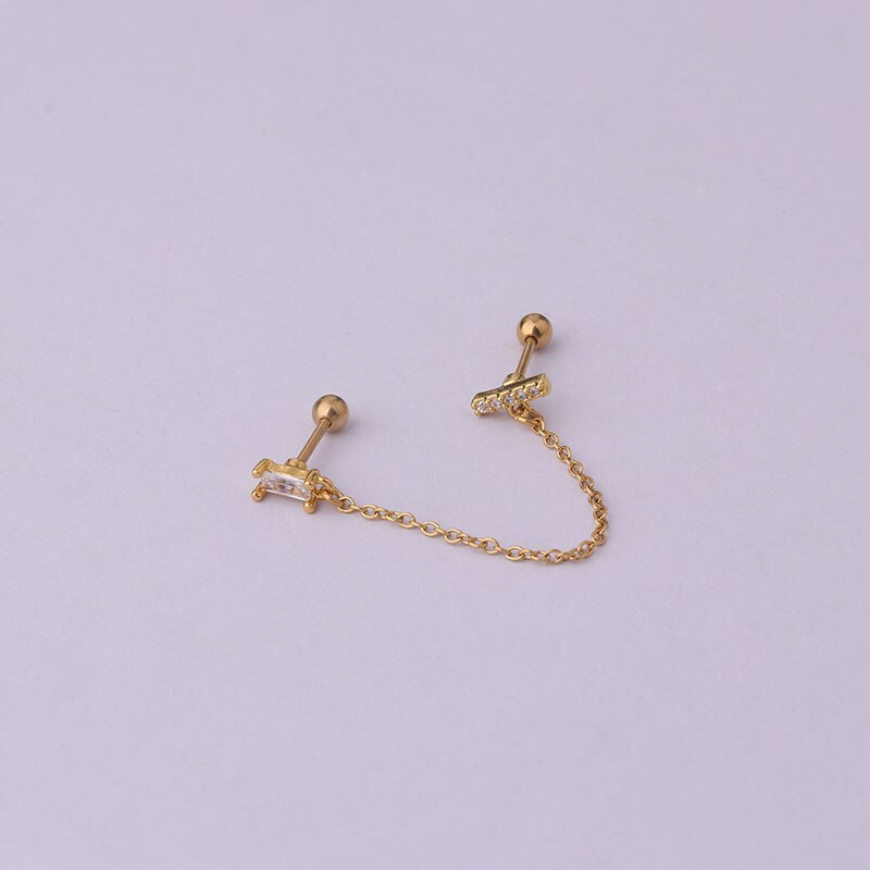 Piercing doble con cadena dorada para lóbulo y hélix