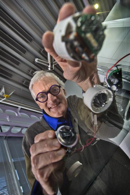 James Dyson Con Los Motores Digitales Dyson Adrian Sheratt
